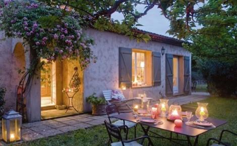 Parterowy dom - przykład połączenia z ogrodem